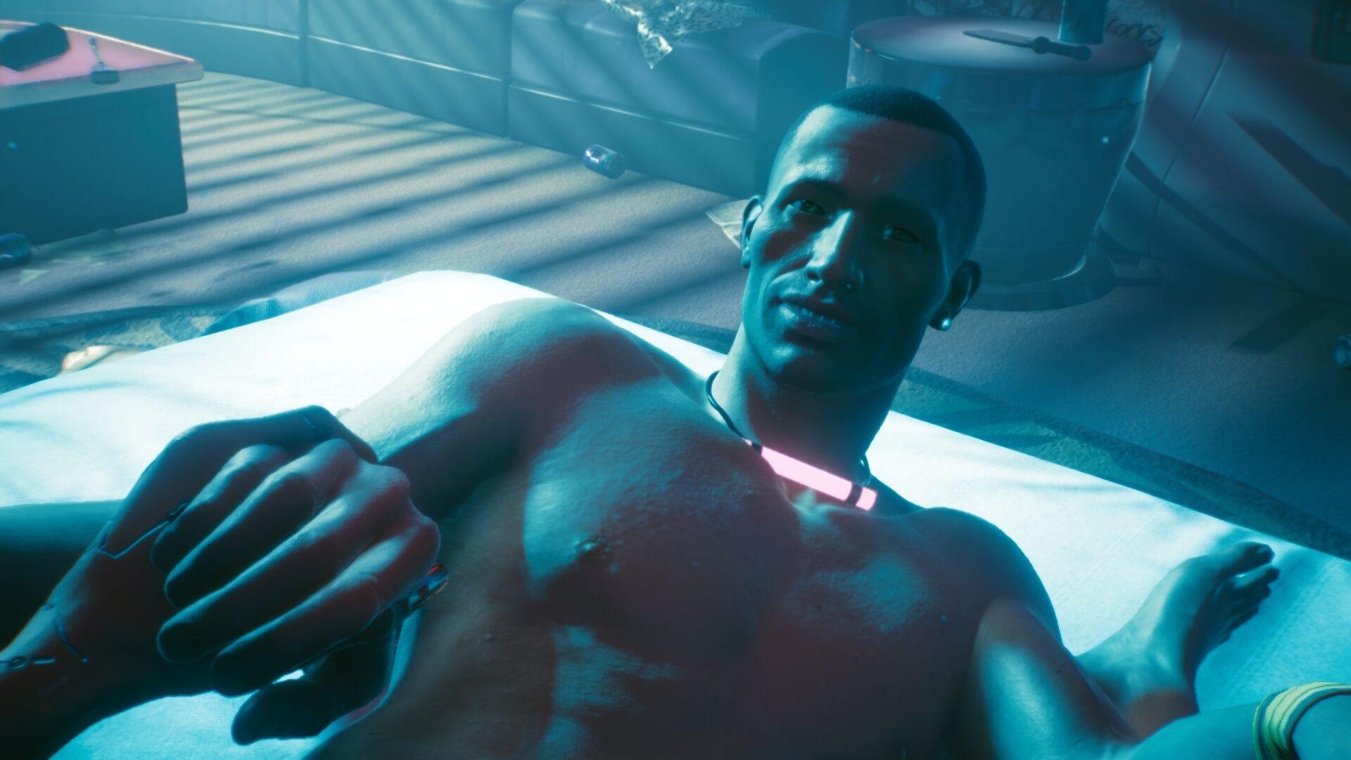 Cyberpunk 2077 Sex-Kolumne Nackter Mann auf Bett, der Frauenhand hält in türkisblauer Lichtstimmung
