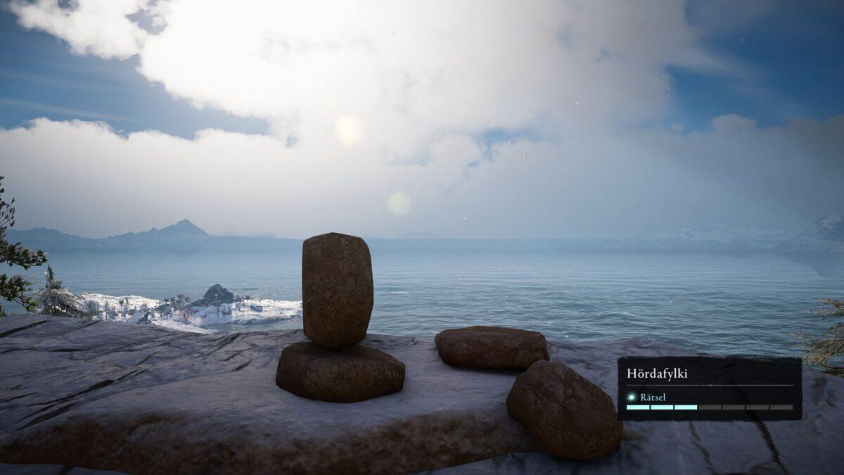 Steinmännchen-Skulptur am Torghatten Fels in Assassin's Creed Valhalla.