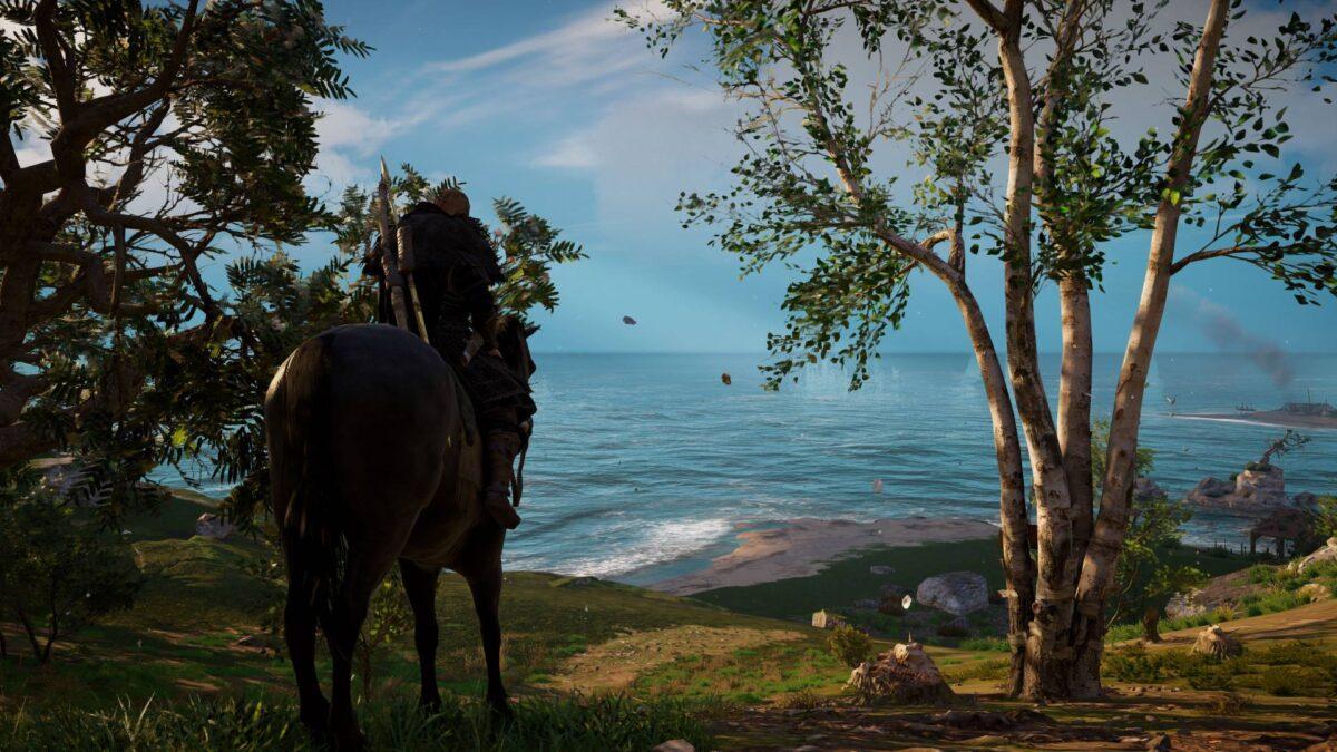 Wikinger Eivor reitet in Assassin's Creed Valhalla auf eine Küste zu.