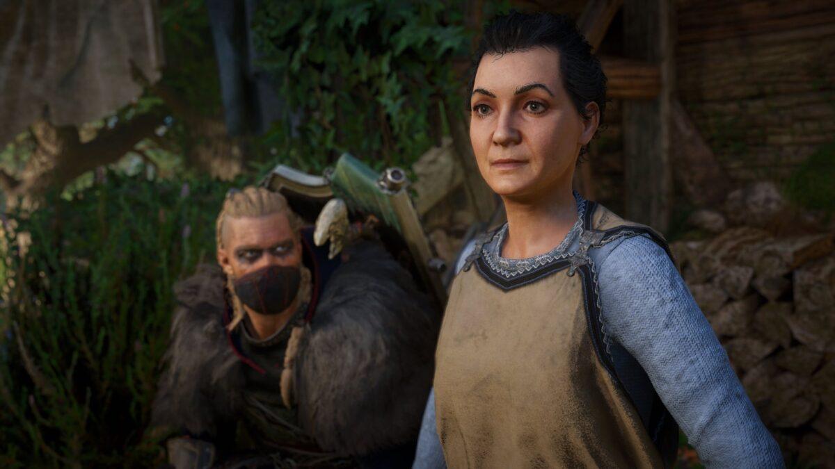 Eivor und Alfrida sprechen im Versteck am See in Assassin's Creed Valhalla.