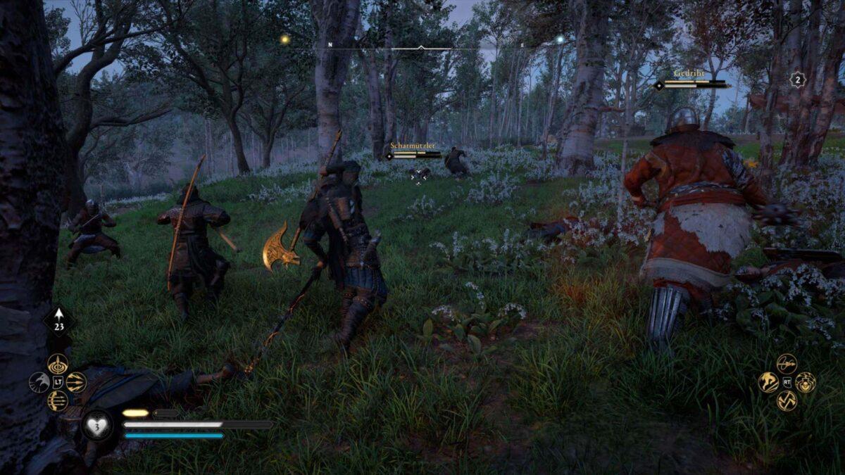 Wikinger Eivor im Kampf mit Sachsenkriegern in Assassin's Creed Valhalla.