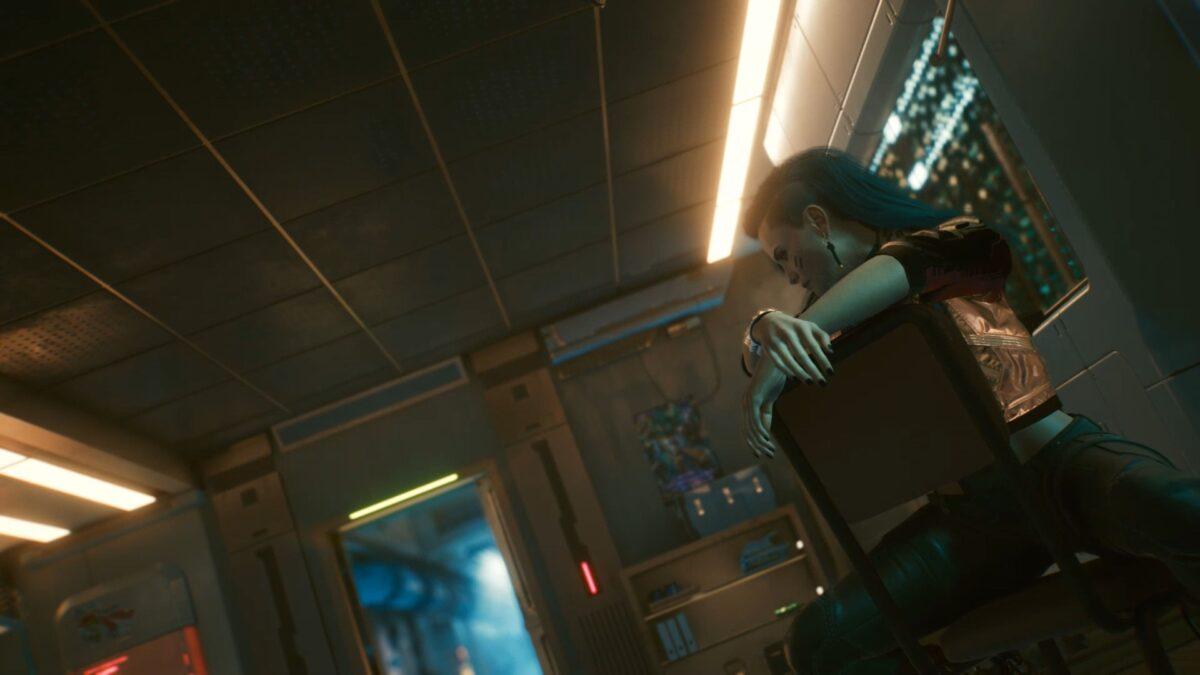 Rogue wartet im Afterlife bis V in Cyberpunk 2077 wieder zu sich kommt.