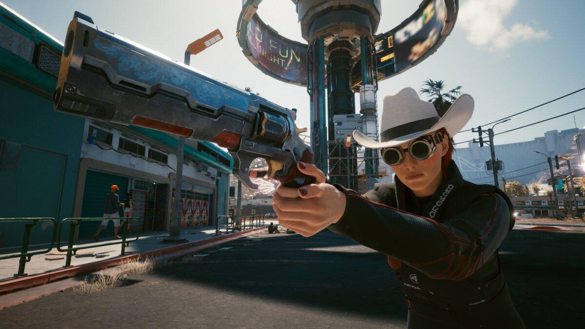 V mit der Waffe Archangel in einem Vorort von Night City in Cyberpunk 2077