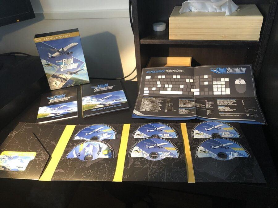 Flight Simulator 2020 Offline-Installations-Set mit Handbüchern und DVDs auf einem Schreibtisch.