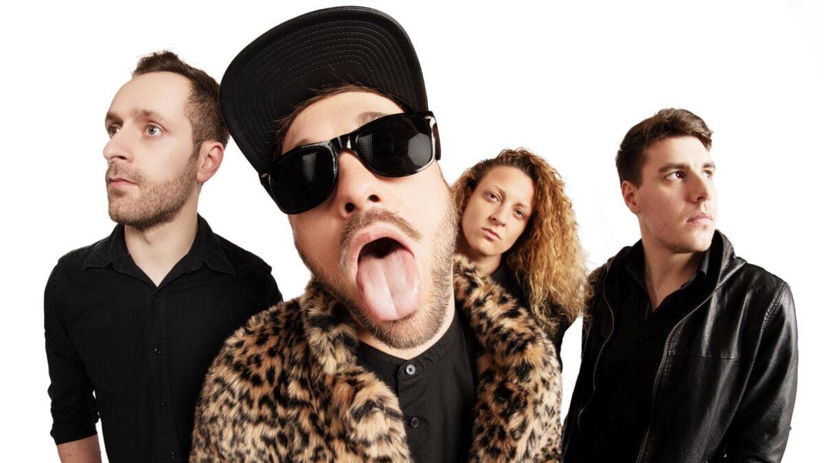 Die Mitglieder dern Band Ghetto Royal posieren vor der Kamera