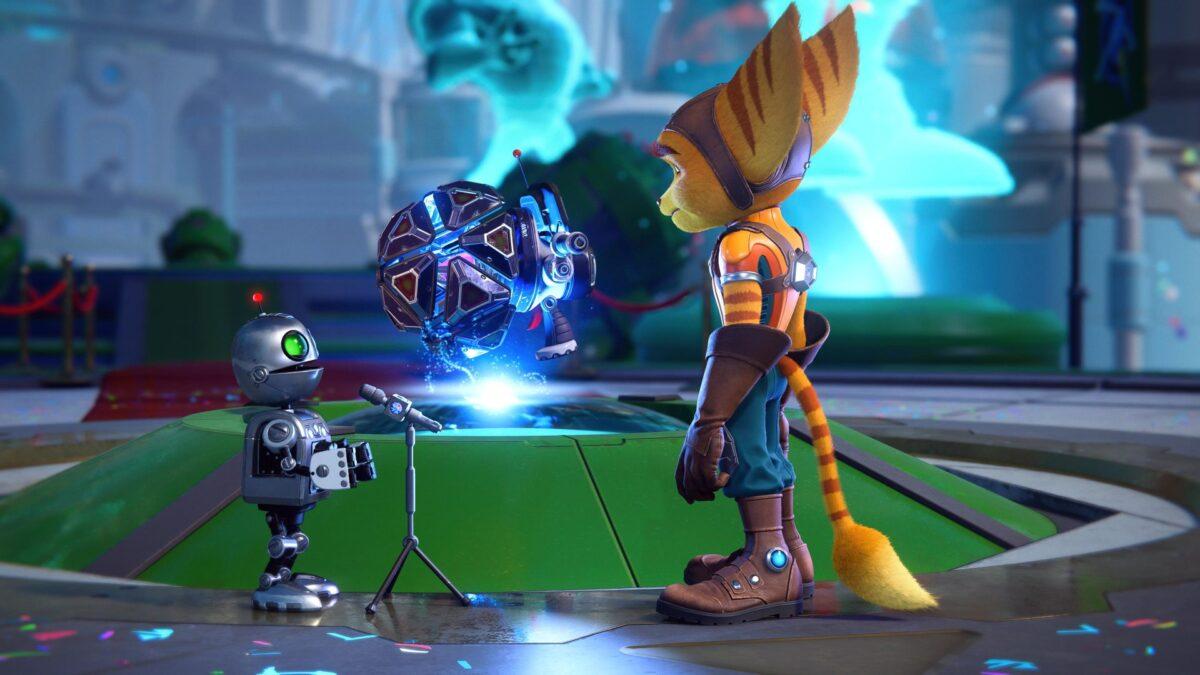 Clank überreicht Ratchet im PS5-Spiel Ratchet & Clank: Rift Apart ein Geschenk.
