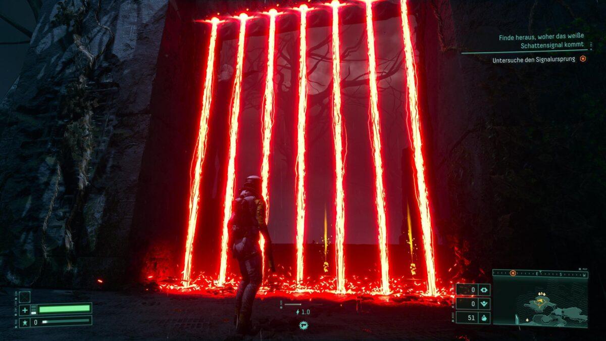 Selene steht in Returnal vor einer Laserschranke.