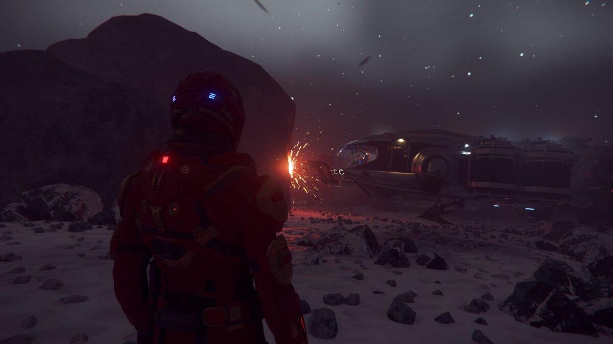 Charakter in Star Citizen beobachtet gelandete Prospector, die in einem Sturm Bergbau betreibt