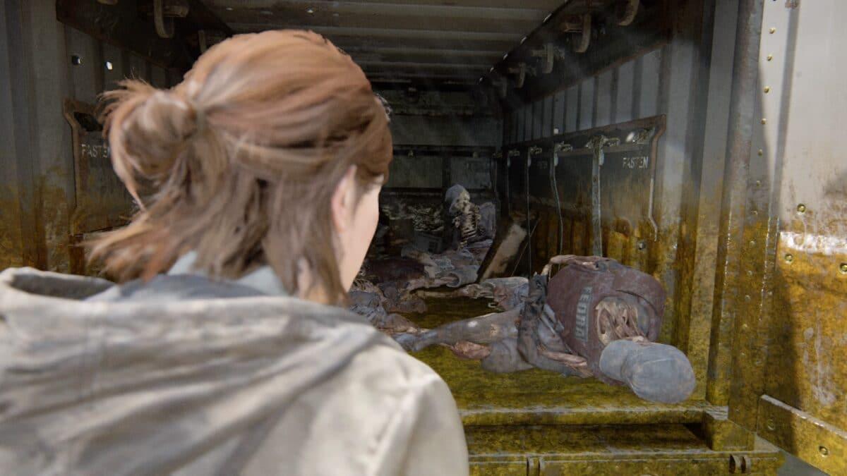 Ellie öffnet einen alten Truck in The Last of Us Part 2 und findet die Leichen von Soldaten darin.