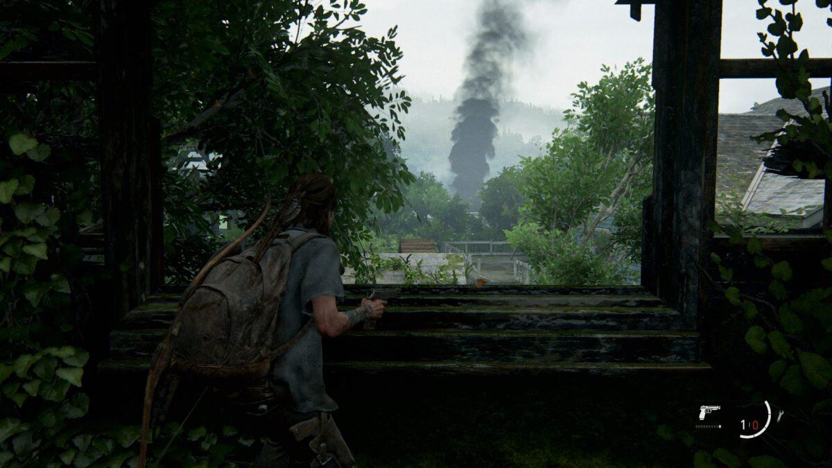Ellie sieht schwarzen Rauch im Viertel Hillcrest in The Last of Us Part 2 aufziehen.