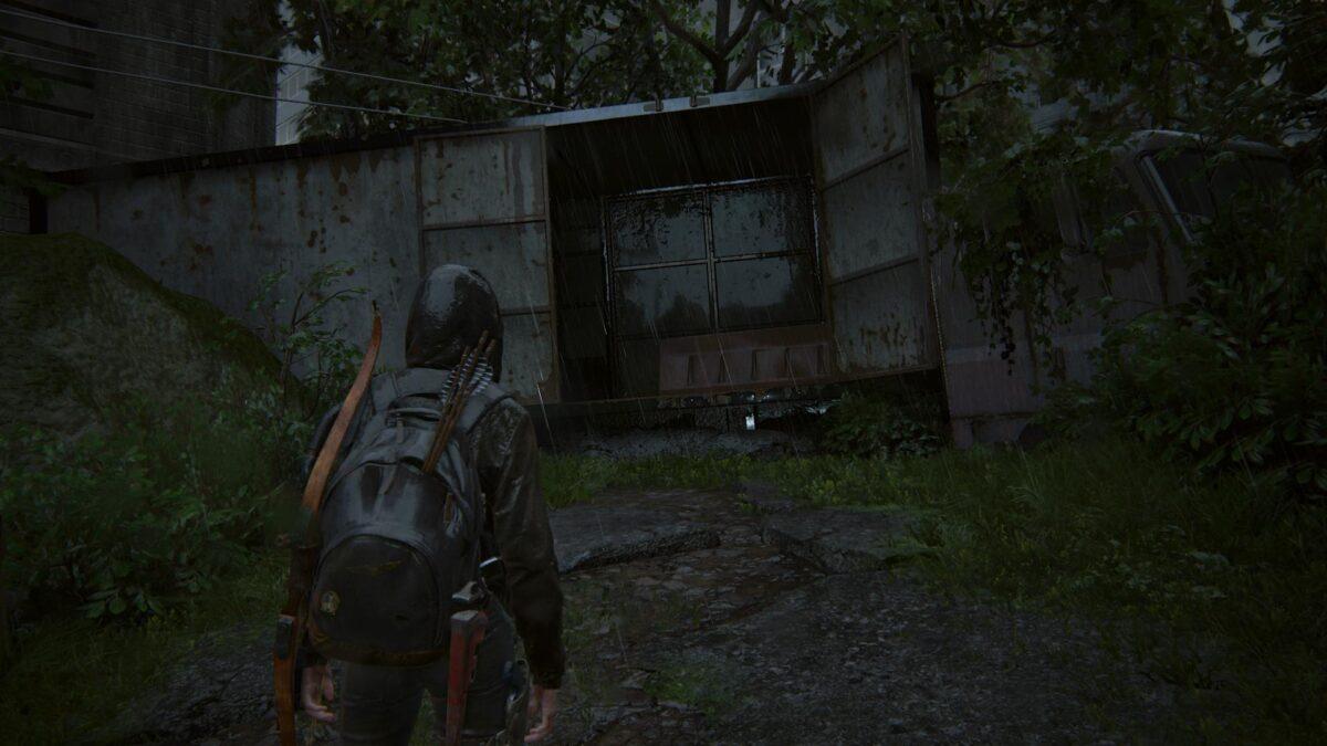 Ellie steht in The Last of Us 2 vor einer offenen Lkw-Ladefläche.