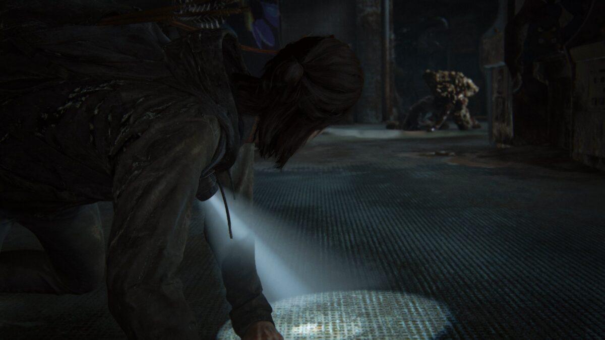 Ellie trifft in The Last of Us 2 auf einen Bloater.