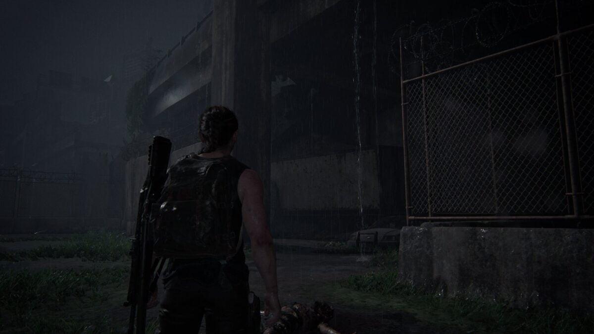 Abby steht in The Last of Us 2 vor dem Zugang auf die zerstörte Brücke.