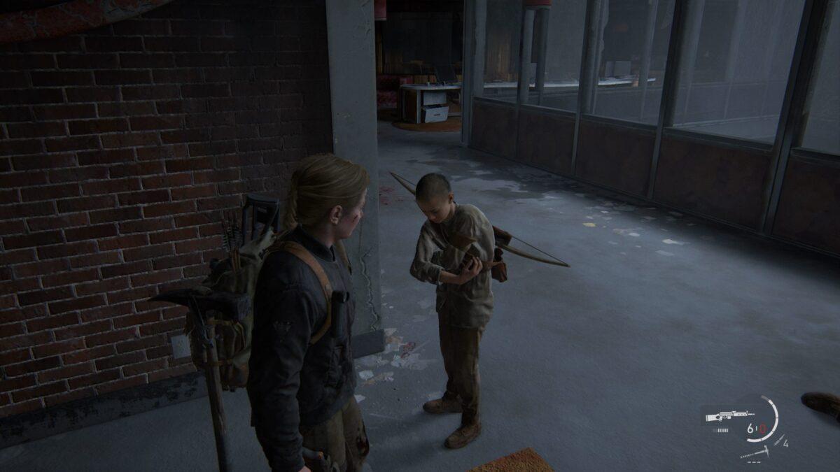 Abby sieht Lev in The Last of Us 2 zu, wie er sich selbst verarztet.