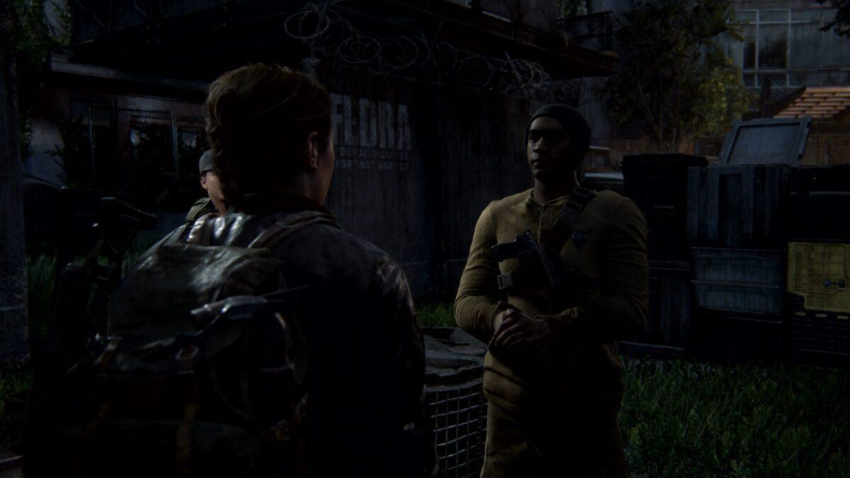 Abby spricht in The Last of Us 2 mit einer WLF-Wache.