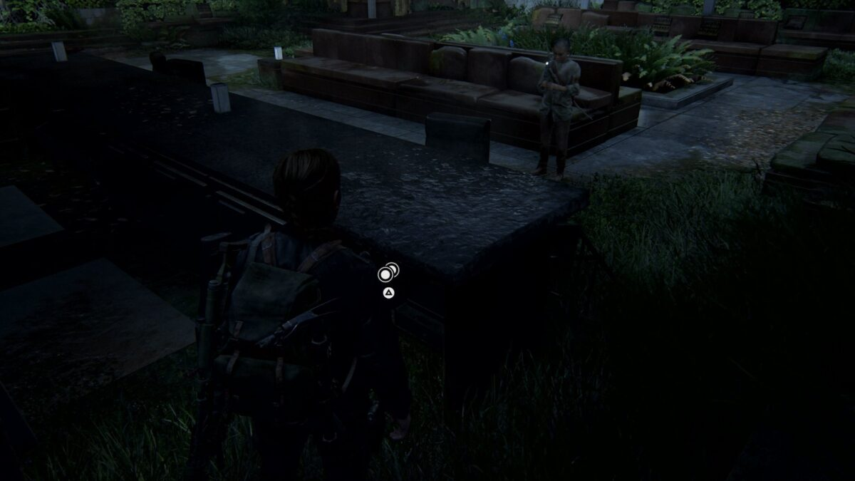 Abby und Lev stehen in The Last of Us 2 auf der Dachterrasse des Hotels.