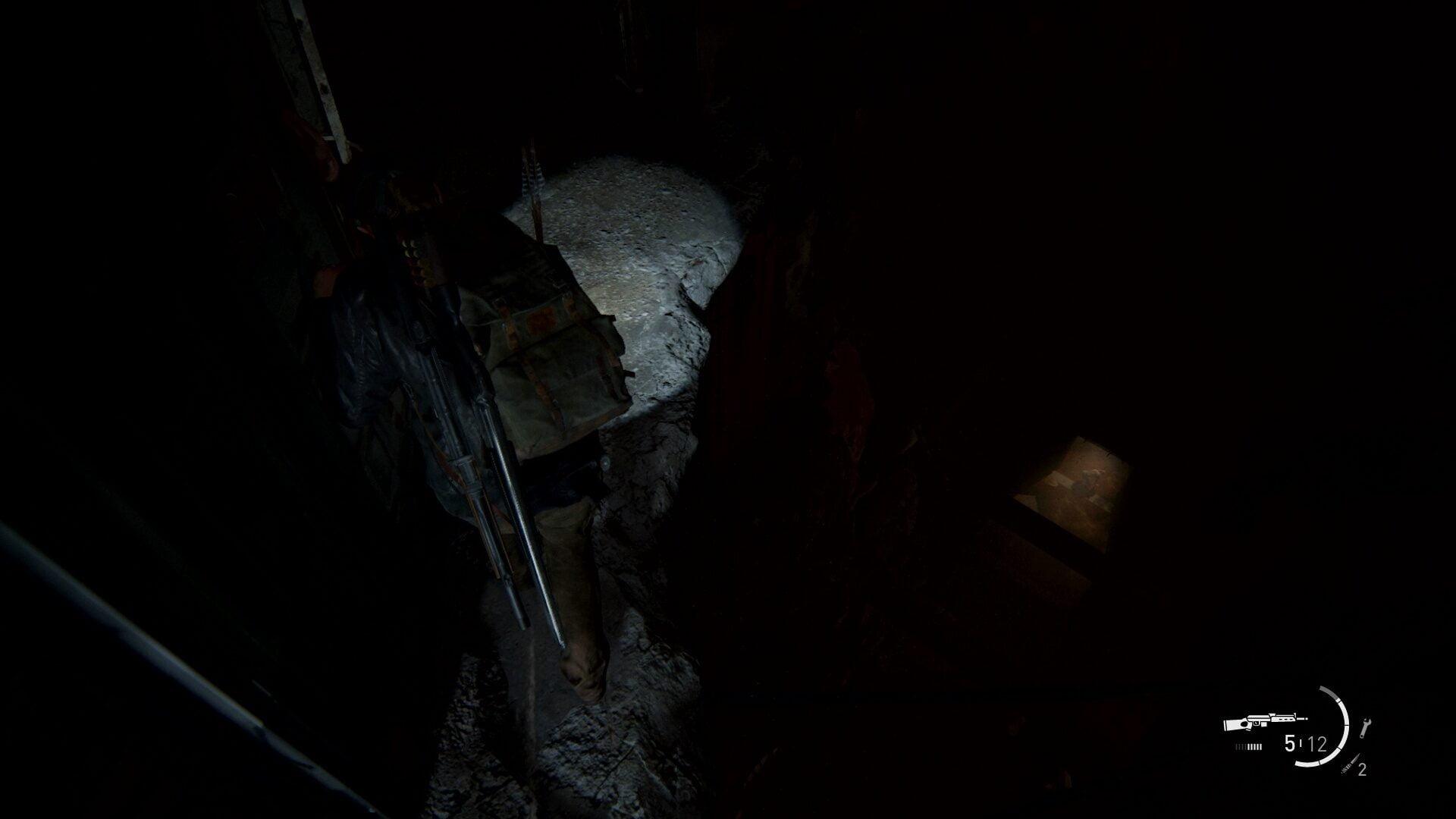 Abby klettert in The Last of Us 2 einen Vorsprung entlang und sieht darunter einen Infizierten.