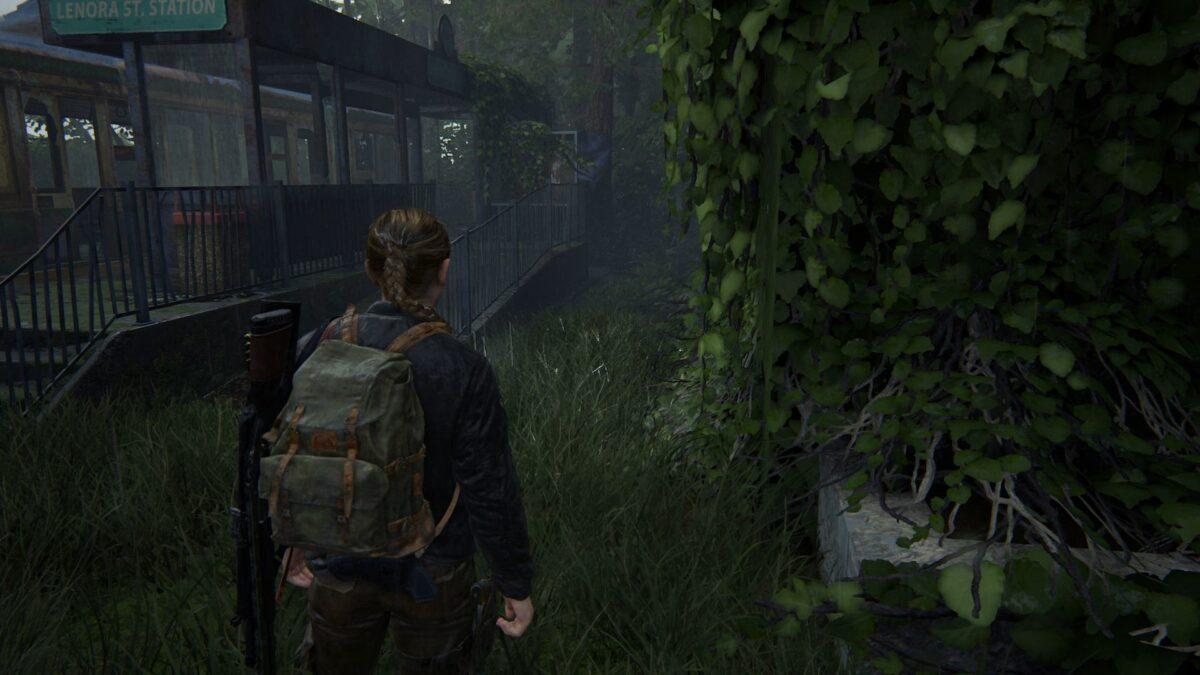 Abby steht in The Last of Us 2 vor einem verlassenen Zugwaggon.