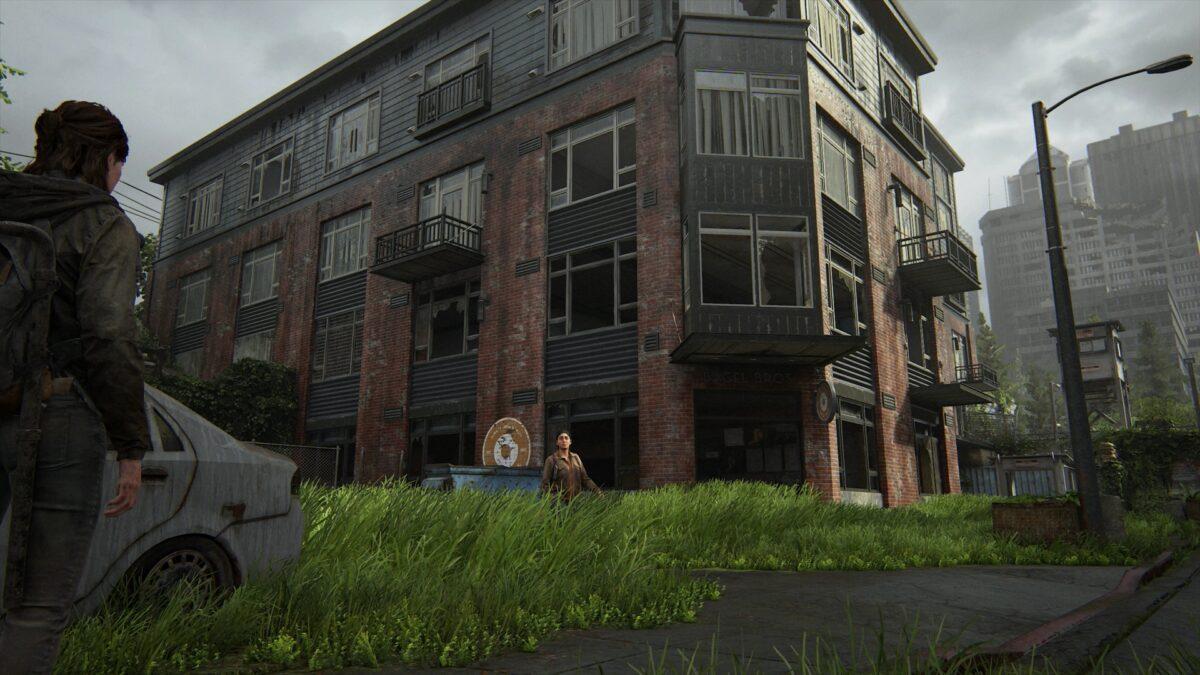Ellie und Dina vor dem Gebäude, in dem unter anderem bagel Bros Verkaufsräume haben