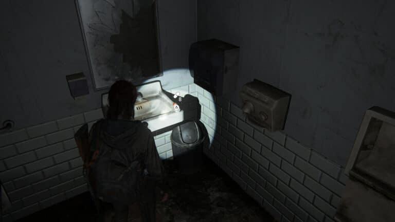 Zusätze auf de dem Waschbecken in der Männertoilette