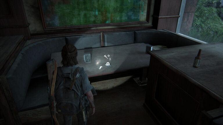 4 Upgrade-Teile auf dem Tisch ganz hinten rechts im Kingsgate Brewing in The Last of Us 2.