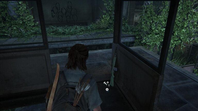 4 Upgrade-Teile auf dem Wachturm auf dem Vorplatz des Lakehill Hospitals in The Last of Us 2