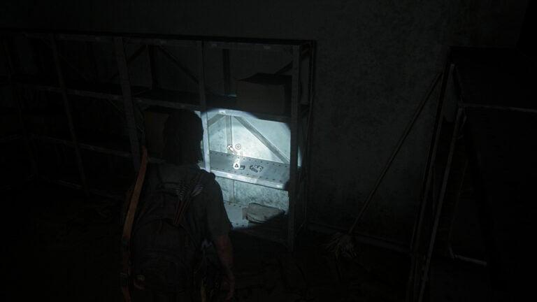 5 Upgrade-Teile auf dem Regal im Lager des Quickmart in The Last of Us 2