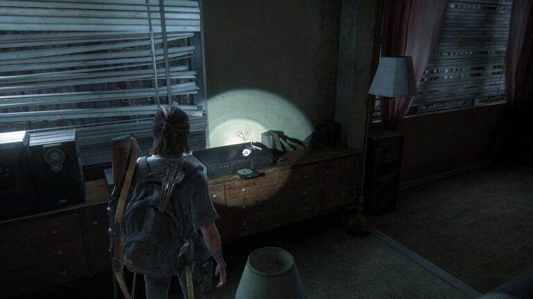 9 Upgrade-Teile auf dem DVD-Player in Apartment 1 im Haus in der Union Street in The Last of Us 2