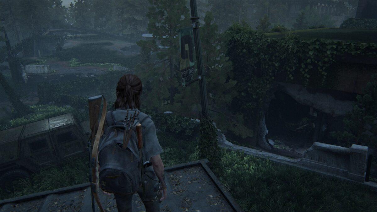 Ellie steht auf einem Lkw, rechts von ihr der Spalt und Mauerdurchbruch zu Ruston Coffee in The Last of Us 2