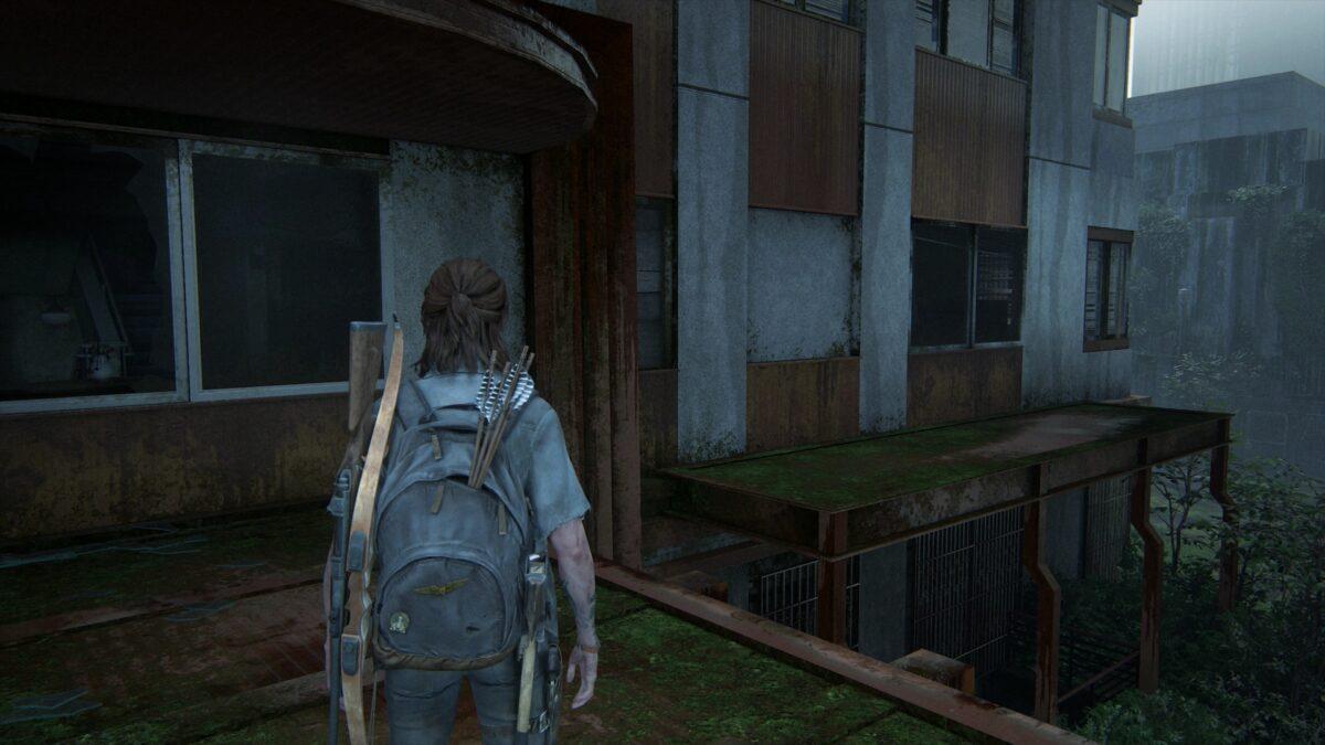 Ellie steht auf einem Vordach in The Last of Us 2