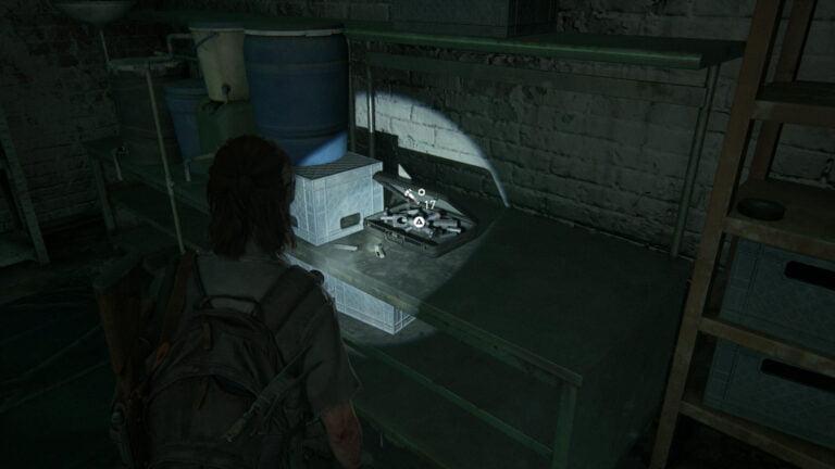 19 Upgrade-Teile auf dem Tisch hinten in der Mitte im Keller von Rosemont in The Last of Us 2