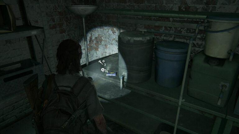 3 Upgrade-Teile auf dem Tisch hinten links im Keller von Rosemont in The Last of Us 2