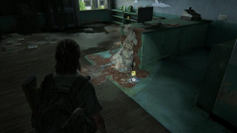 Das Trainingsbuch Präzision neben einem vom Cordyceps-Pilz überwucherten Skelett in The Last of Us 2