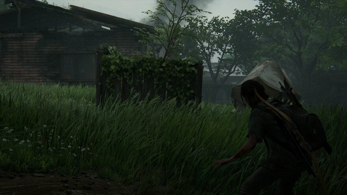 Ellie in kampfbereitschaft an einer Ruine mit Boot in Hillcrest in The Last of Us 2