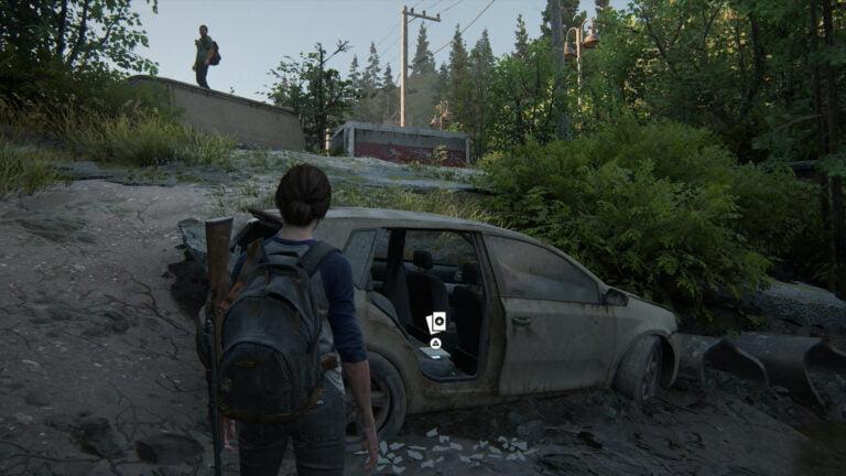 Die junge Ellie entdeckt die Sammelkarte The Austringer auf dem Rücksitz eines Autos in The Last of Us 2.