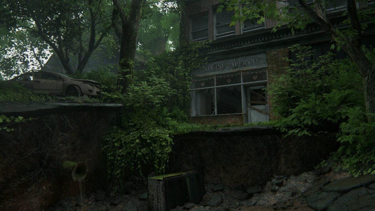 Blick auf Caroline Paper Co., davor eine tiefe Schlammgrube in The Last of Us 2