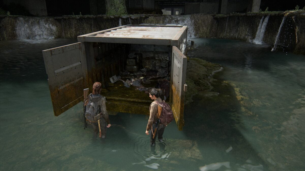 Ellie and Dina in front of the open cargo hold of a military transport in Downtown Seattle in The Last of Us 2.
