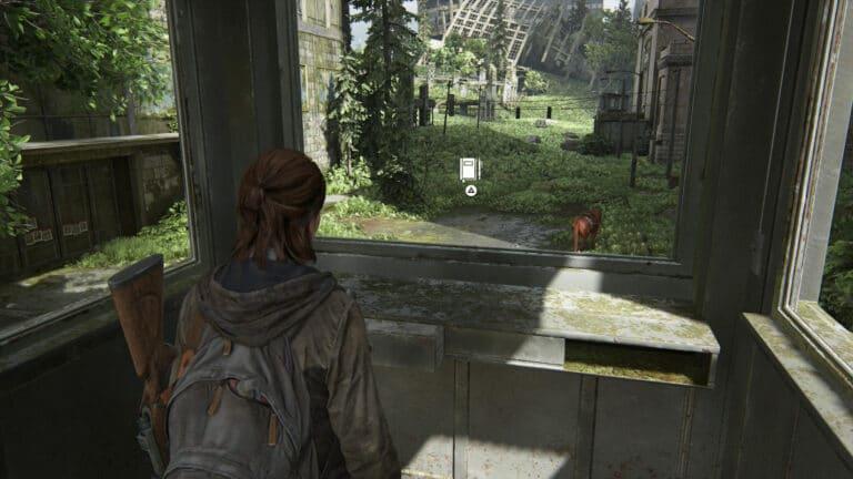 Beim Blick aus dem Fenster des Wachhäuschens auf Shimmer macht Ellie einen Tagebucheintrag