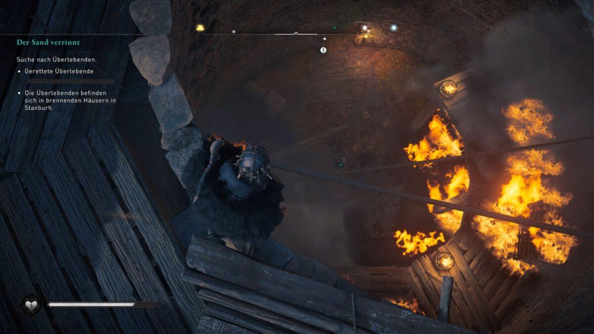 Eivor rettet ein überlebendes Paar aus dem Feuer in Assassin's Creed Valhalla. © Ubisoft / S4G