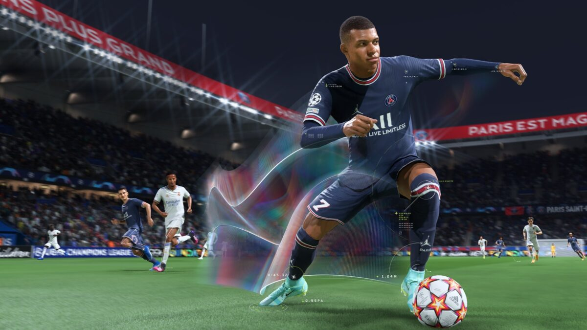 Der Fußballprofi Kylian Mbappe dribbelt im aktuellen Videospiel FIFA 22.