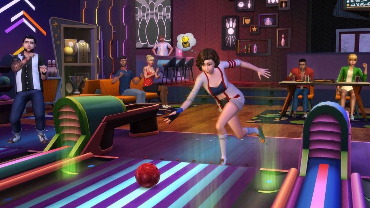 Simfrau benutzt Bowlingbahn in Sims 4, andere schauen zu