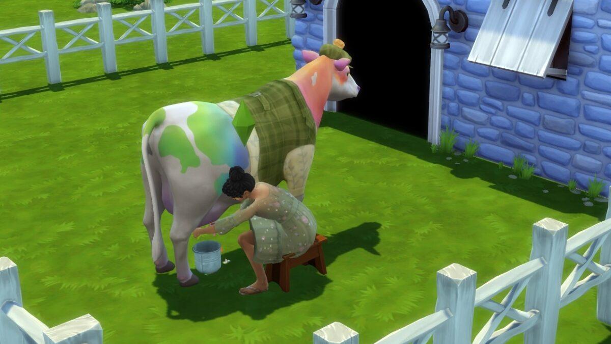 Sims 4 Landhaus-Leben Guide Sim-Frau melkt regenbogenfarbene gefleckte Kuh vor Stall