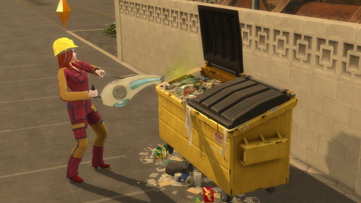 Simfrau leert Handstaubsaugerartiges Gerät an Müllcontainer