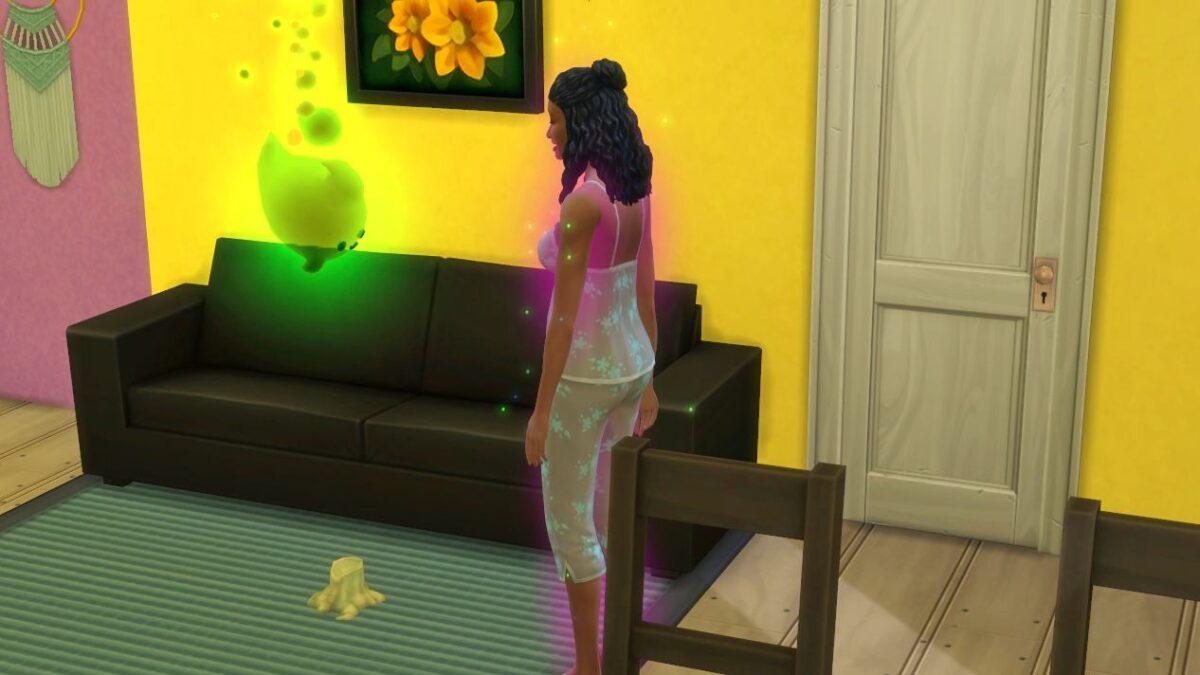 Sims 4 Paranormale Phänomene Sim-Frau steht vor grün leuchtendem Geist in Wohnzimmer